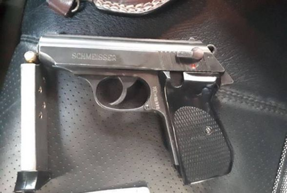 У три пістолети, рушницю та набої минулої доби знайшли у вінничан