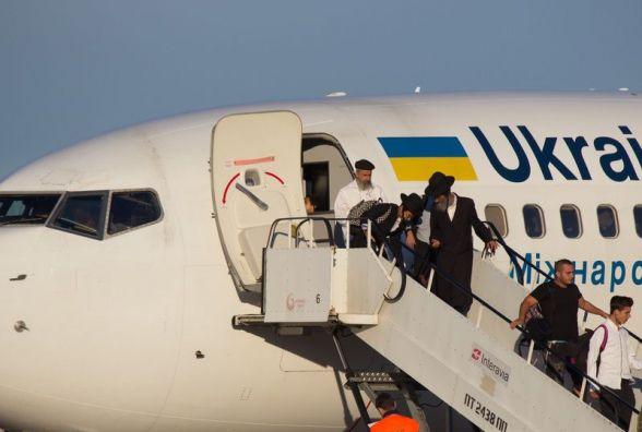 В Вінницю прилетіли хасиди. Аеропорт прийняв перші чартери
