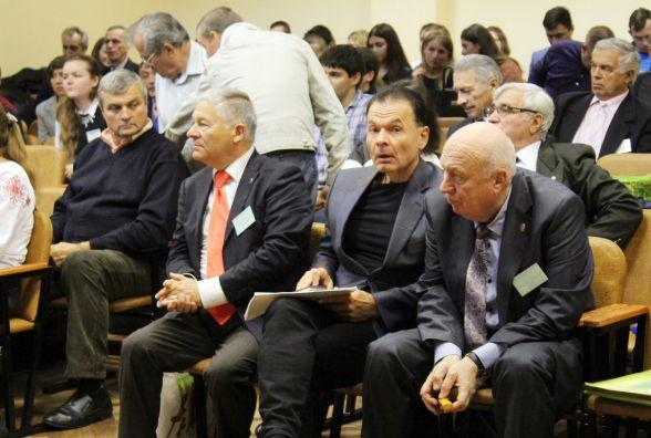 В технічний університет з'їхалися екологи зі всієї України.  Розпочалися пленарні виступи.
