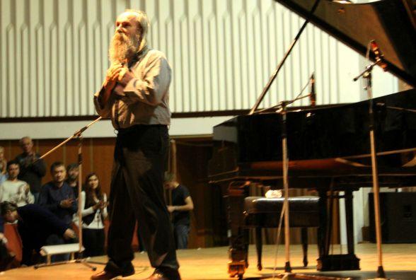 У філармонії пройшов концерт найшвидшого піаніста в світі Любомира Мельника