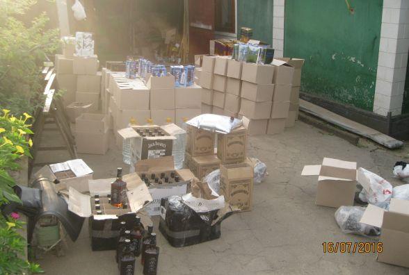 Мешканець Вінниччини зберігав майже три тисячі літрів невідомого алкоголю
