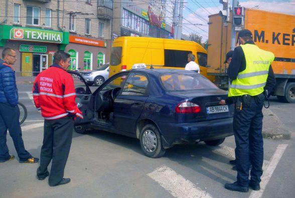 «Копи» впіймали таксиста «під кайфом». І купили тест, щоб його освідувати