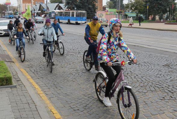 У Вінниці День вчителя відзначили велопробігом
