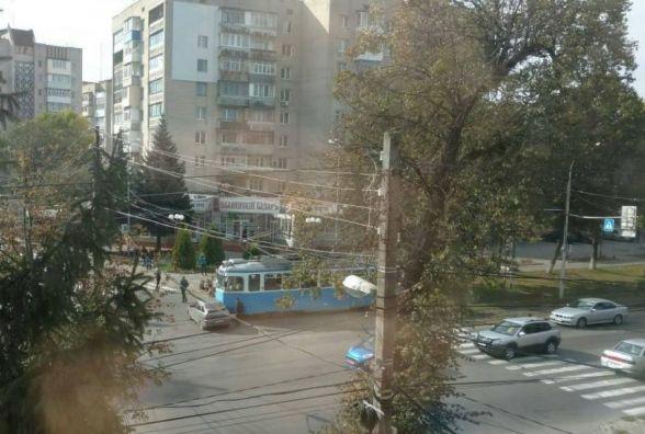 ДТП на Галицького: водій «Лади» не розминувся з трамваєм на перехресті