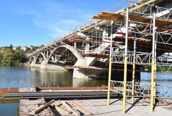 З неділі до ранку понеділка рух по Київському мосту повністю перекриють