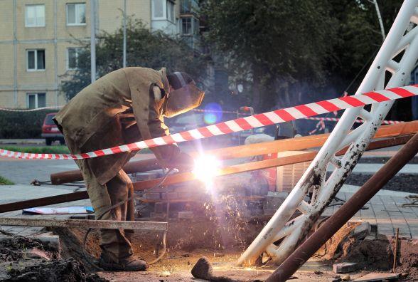На площі Могилка з 5 жовтня зводять новий постамент для літака МІГ-15