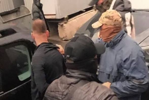 """Як керівники вінницької митниці """"набрали мзду"""" за горіхи на 114 тисяч доларів"""