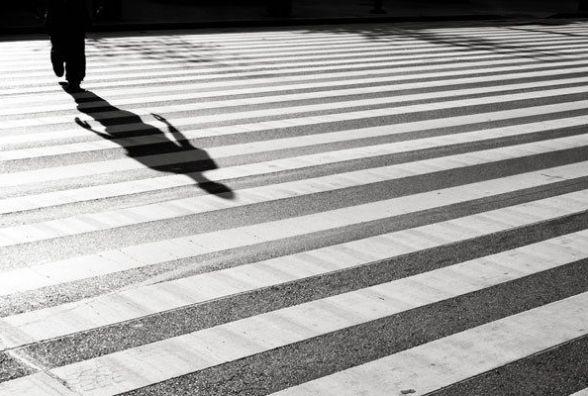 На «зебрі» по вулиці Максима Шимка «Мерседес» збив 14-річну дівчинку