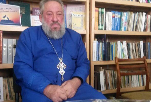 Священник із Хмільника презентував збірку своїх віршів та книжку казок