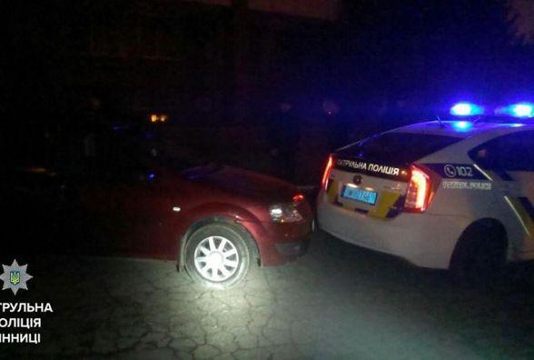 ДТП без водія: На Блока «Renault» п'яного втікача протаранило поліцейське авто