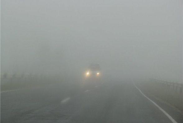 На вулиці сильний туман. На Вінниччини оголосили попередження для водіїв