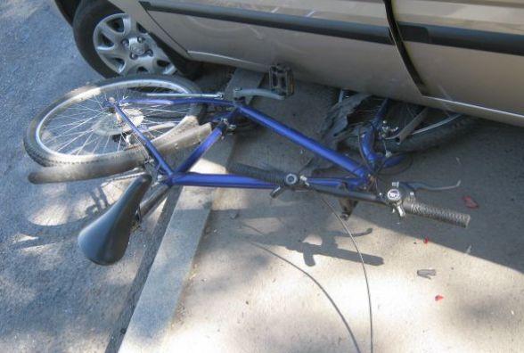 На Барському шосе 30-річний водій «Opel Vectra» збив велосипедиста