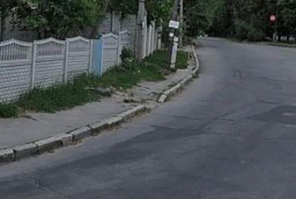 Небезпека: На Старому місті діти ходять по дорозі, бо там жахливі тротуари