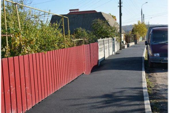 Вінницькі тротуари встеляють новим асфальтом. Кому вже пощастило?