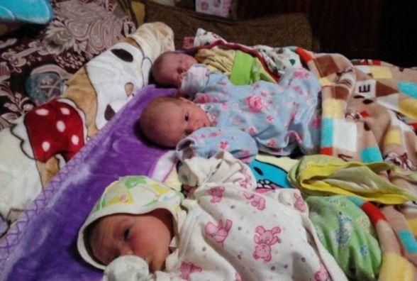Бабуся чотирьох онуків народила трійню. Всіх дітей у неї – 11!