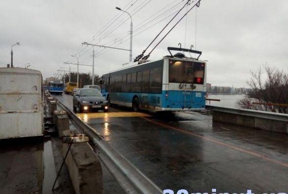 Електронні петиції: просять залишити маршрут тролейбуса №10 через Київський міст