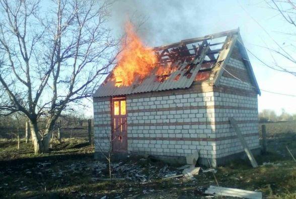 На Вінниччині згорів дачний будинок. Кажуть, що хтось підпалив