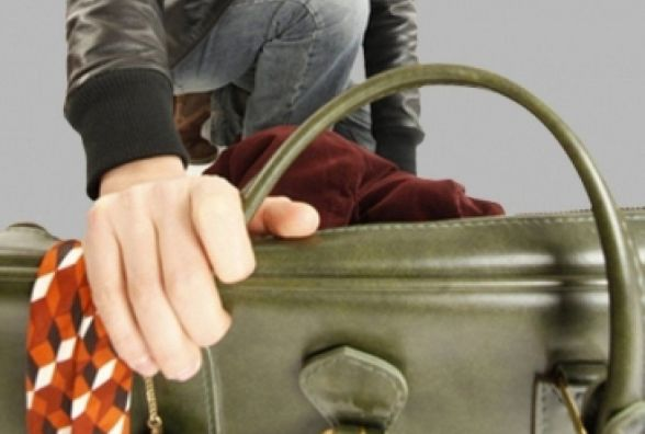 В вінницькій лікарні в дівчини вкрали сумку. Крадене повернули частково
