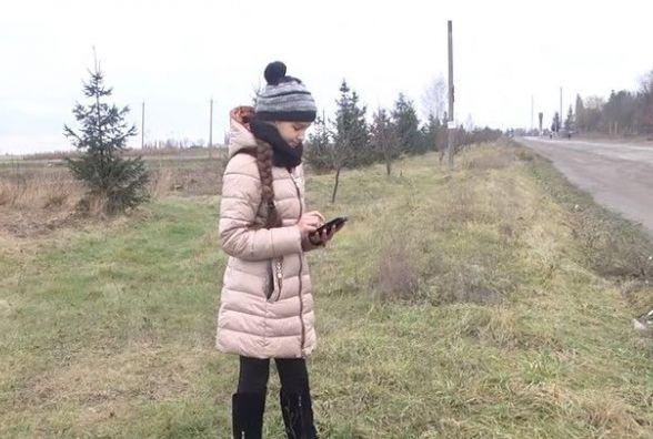 На Вінниччині водій автобуса висадив дівчинку в полі посеред траси та кинув