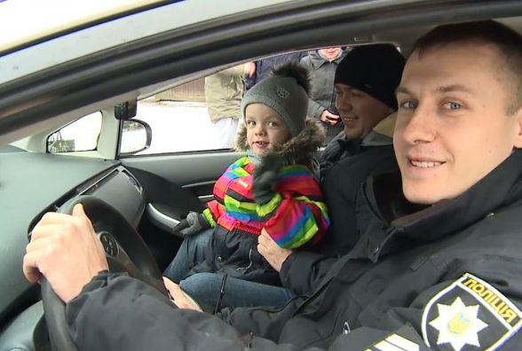 Вінницькі копи возили дітей на «Пріусах» в Центральному парку