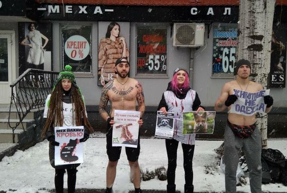 «Криваве жлобство» у Вінниці: активісти провели акцію проти хутряної промисловості