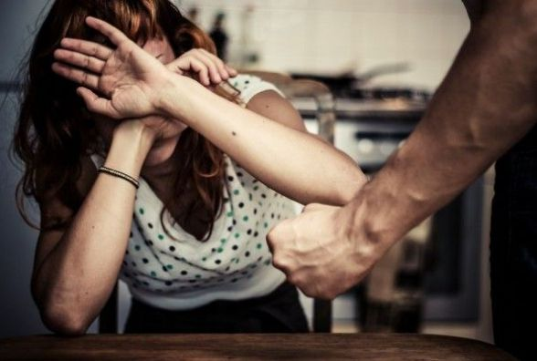 Смертельне застілля: чоловік забив жінку. Потім порізав собі вени