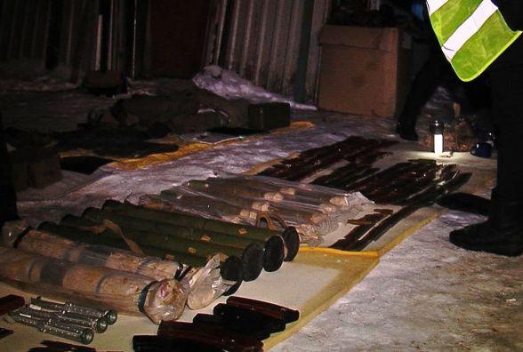 Гранати, РПГ та вибухівка: військовий в матері облаштував склад зброї