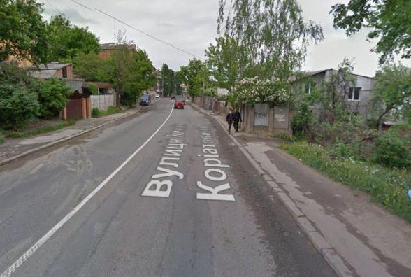 Чи облаштують тротуар на Коріатовичів? Петиція зібрала 364 голоси