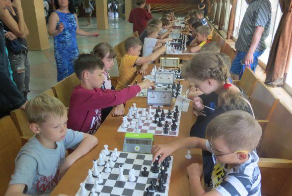 Перший обласний дитячий шаховий фестиваль у Ладижині пройшов «на-ура»