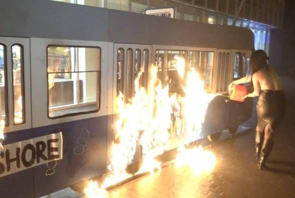 """""""Терпець урвався"""". Керівник Roshen не відступить з Femen за знищений трамвайчик"""