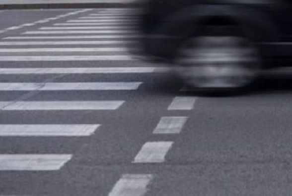 """На Хмельницькому шосе збили на """"зебрі"""" чоловіка. Поліція шукає свідків ДТП"""