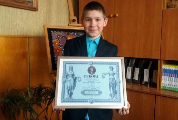 Вінницький школяр встановив рекорд України: створив найменше орігамі
