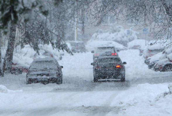 Сильний вітер та хуртовини: на Вінниччині знову оголосили штормове попередження