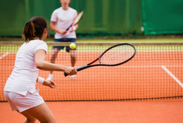 Обучение теннису самостоятельно и с тренером: плюсы и минусы