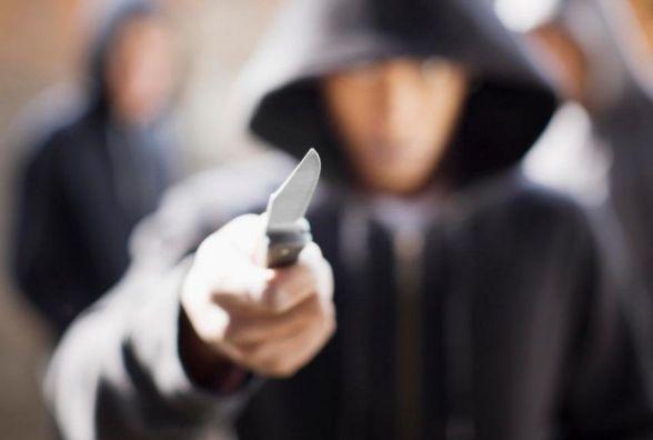 З ножем та викруткою напали на вінничанку, яка відпочивала з друзями. Вкрали гаманець