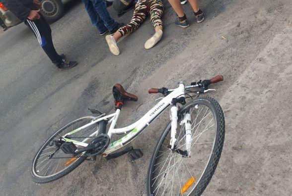На Гніванському шосе велосипедистку збив автобус. Вона в реанімації