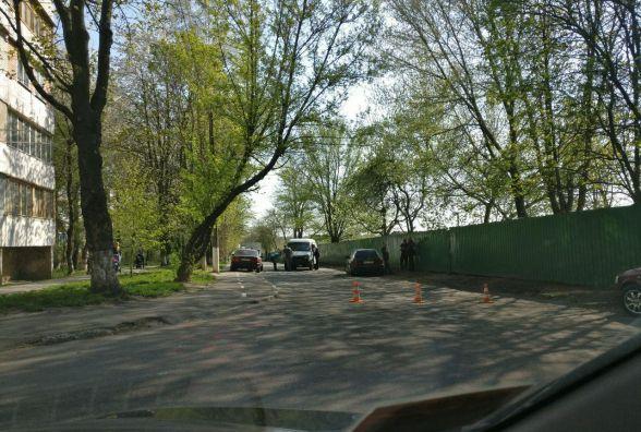ДТП на Вишеньці: водій Газелі протаранив три автівки та втік