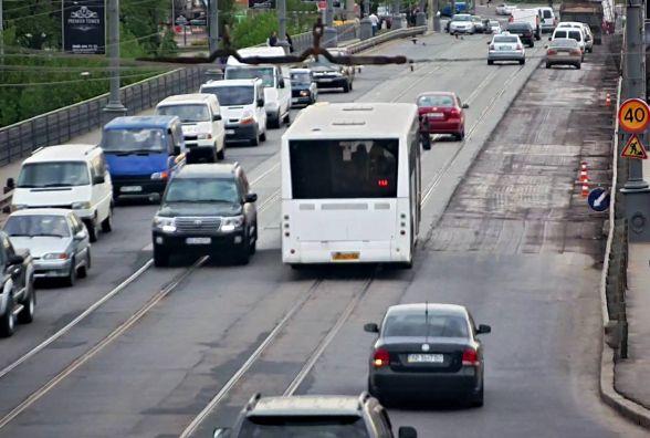 Дев'ять маршруток та два автобуси змінять свій маршрут. Коли та на скільки?
