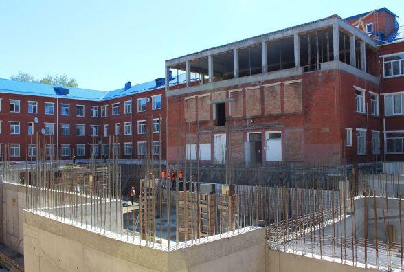 Масштабний медичний проект. Біля лікарні №2 будують новий корпус