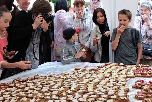 На VinSALOFest зробили їстівну Вінниччину. Вона важила 90 кілограмів