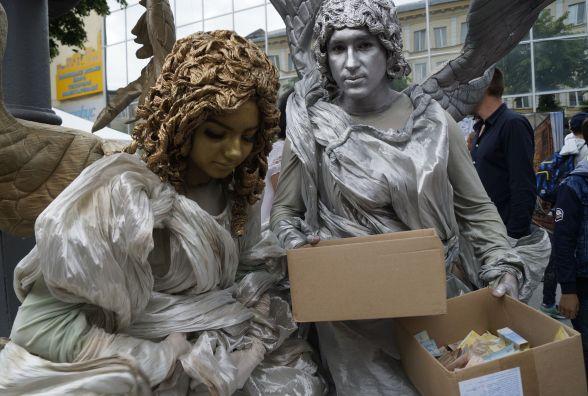 Янголи з грошима та інші фотолокації. Як виглядала Соборна в День Європи