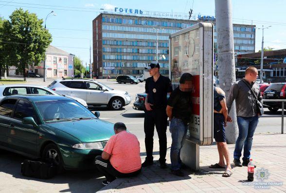На Бевза грузини «сканеристи» обікрали автомобіль калинівчанина. Вкрали гроші та дорогу техніку