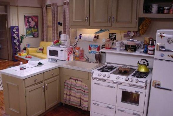 Как правильно расставить мебель в маленькой кухне (Новости компаний)