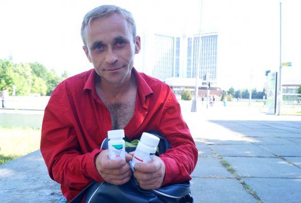 «Медсестра ходила до мене у «скафандрі». Вінничанин розповів, як живе з ВІЛ інфекцією