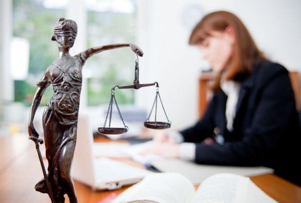 Поскаржитися на адвоката коштує півзарплати. Чому й за це тепер деруть гроші?