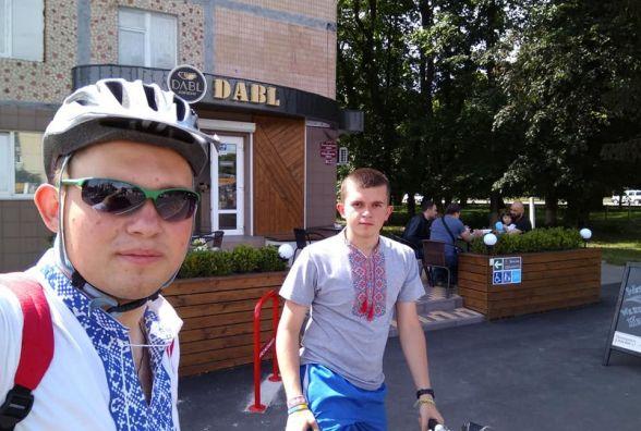 Велосипедисти перевірили чи наллють води в кав'ярнях безкоштовно