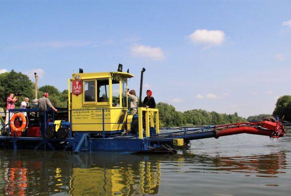 Біля «Водоканалу» почали чистити Південний Буг. Як скоро покращиться вода?