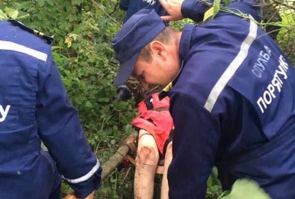 Рятувальники знайшли у лісі зниклого грибника, який сильно травмувався