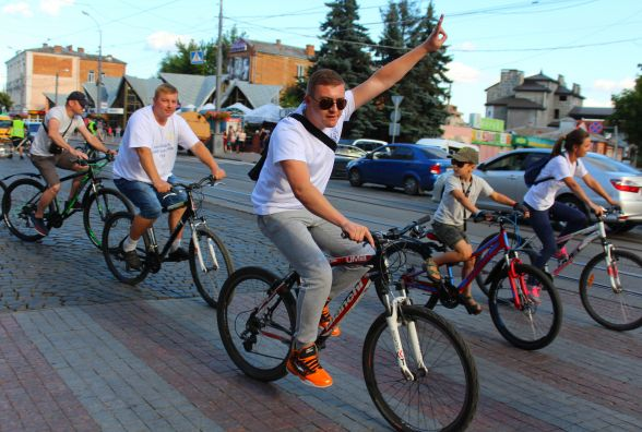 «Ми звичайні люди, які люблять свою роботу»: судді влаштували заїзд на велосипедах