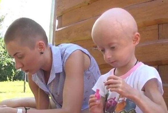 «Люди витріщаються» — лиса вінничанка, яка підстриглася на підтримку Іринки Химич